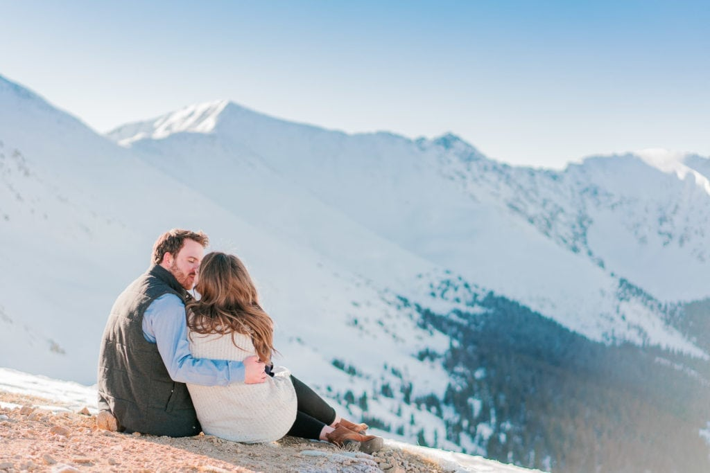 chill & relaxed engagement session in Colorado