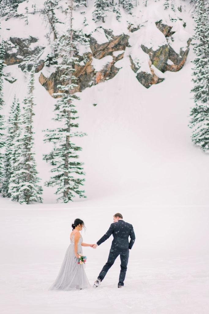 hiking elopement in Colorado in Estes Park
