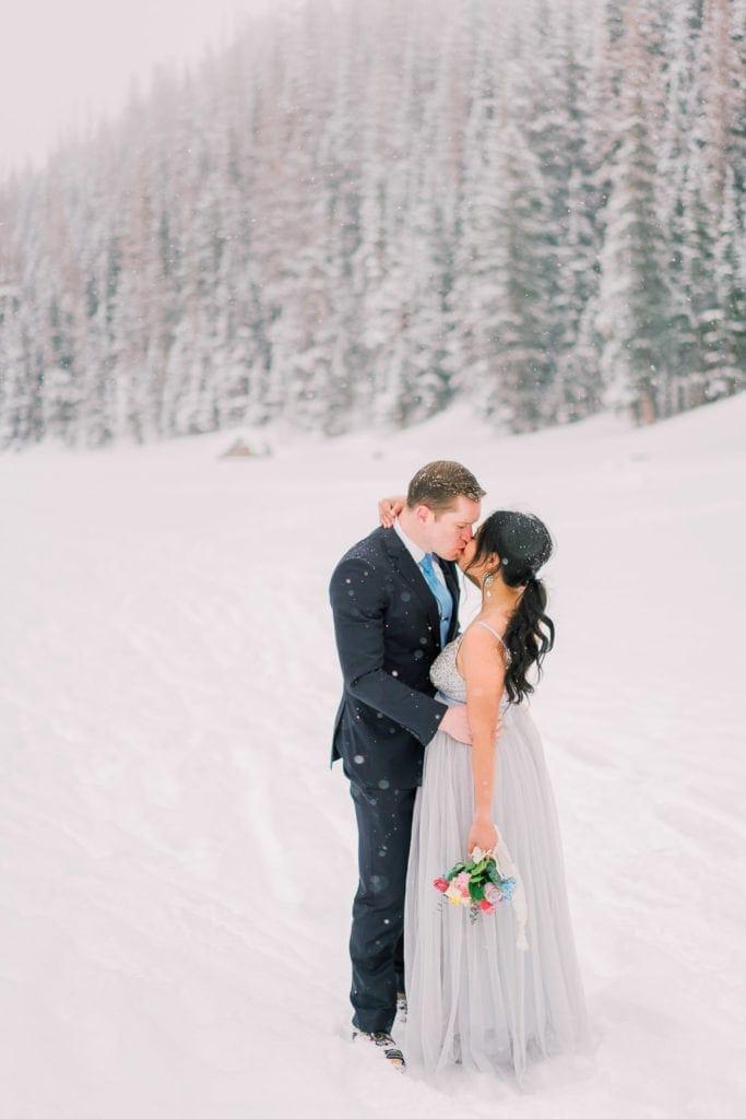 Colorado elopement photography in winter